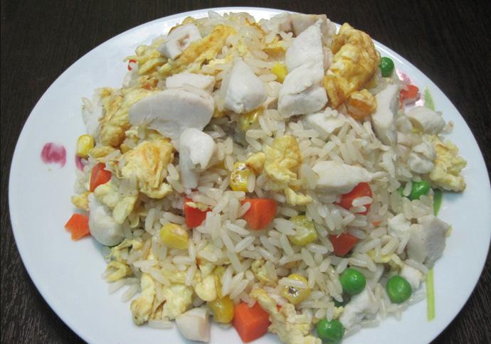 Τηγανητό ρύζι με κοτόπουλο